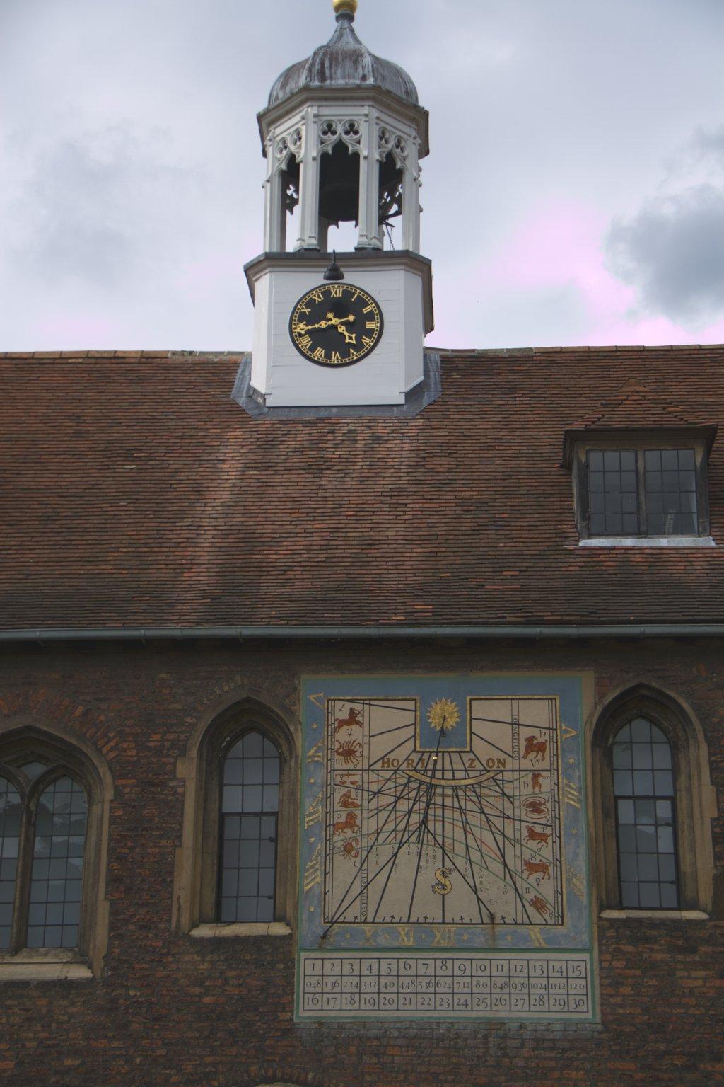 Cambridge College Turm Uhr Sonnenuhr