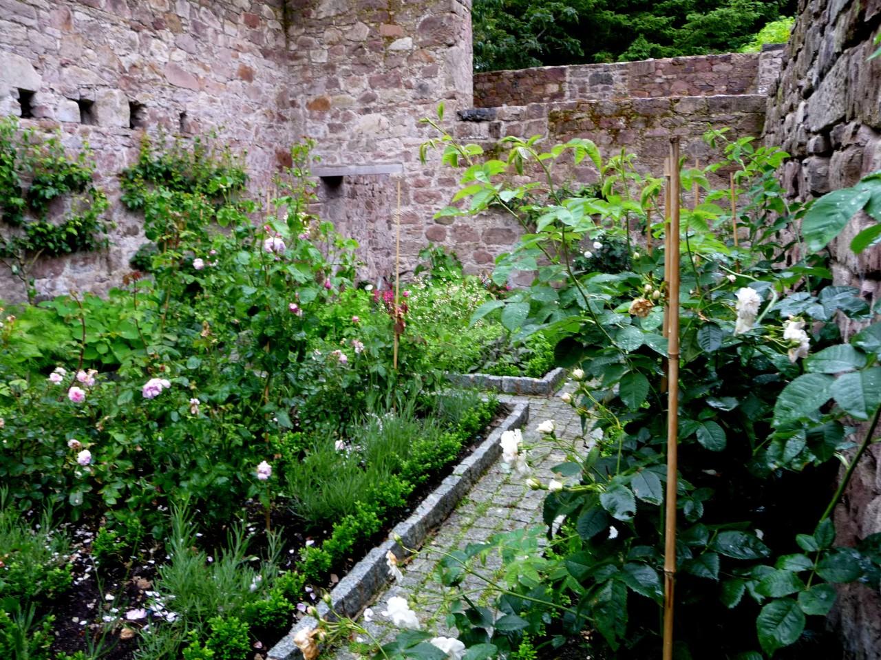 Die Stille unter Kathedralen – Hortus Conclusus undEntropie